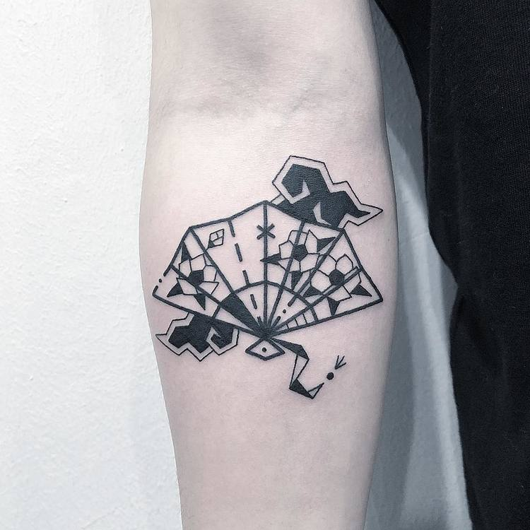 Blackwork Hand Fan Tattoo by Greemtattoo